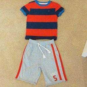 Boys Tommy Hilfiger two piece outfit size 4